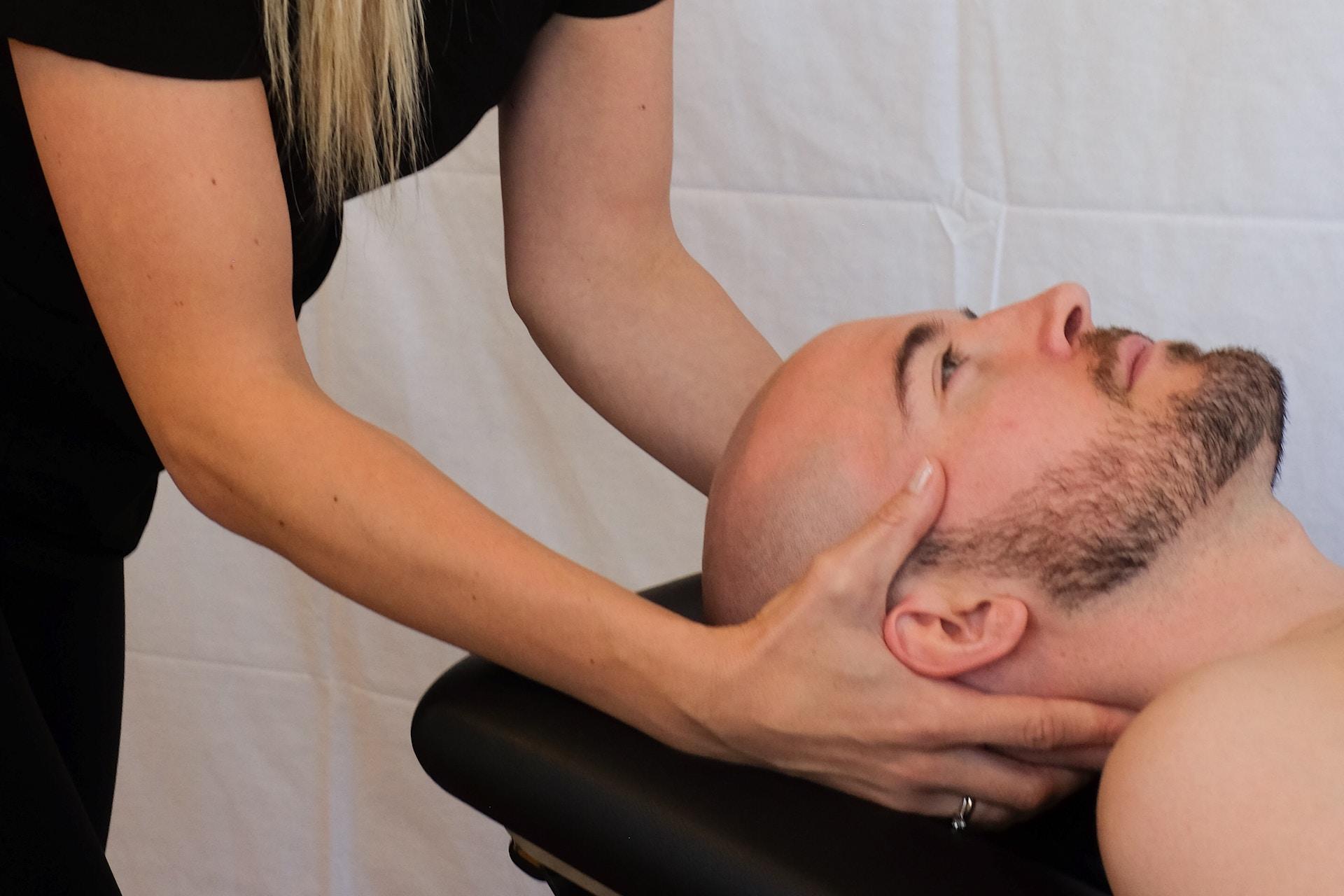 Manual neck adjustment