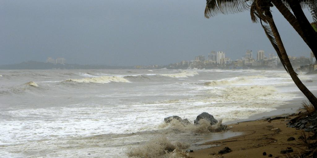 Places to Visit around Mumbai-Juhu Beach