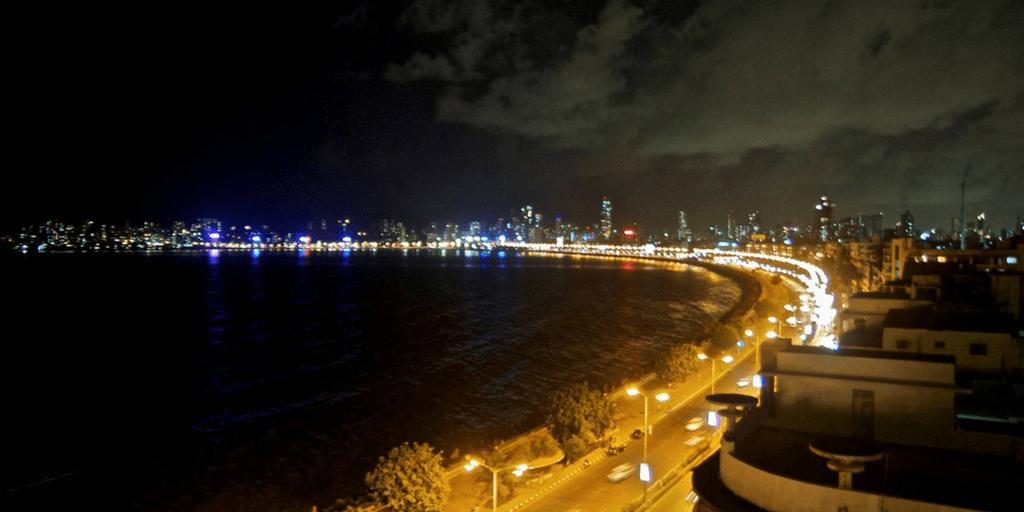 Places to Visit around Mumbai- The marine drive