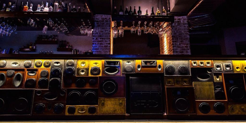 Mumba nightlife - Radio Bar, Bandra