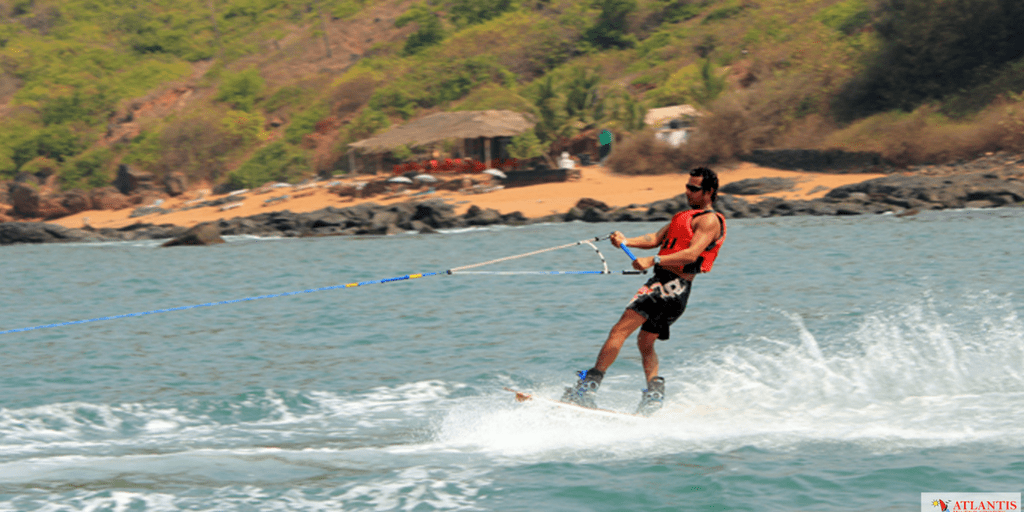 9 Best Water sports in Goa That You Must Give A Try-knee Boarding