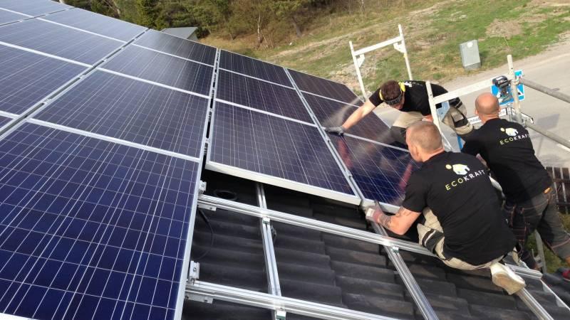 Installation av solceller på villa i Tullinge