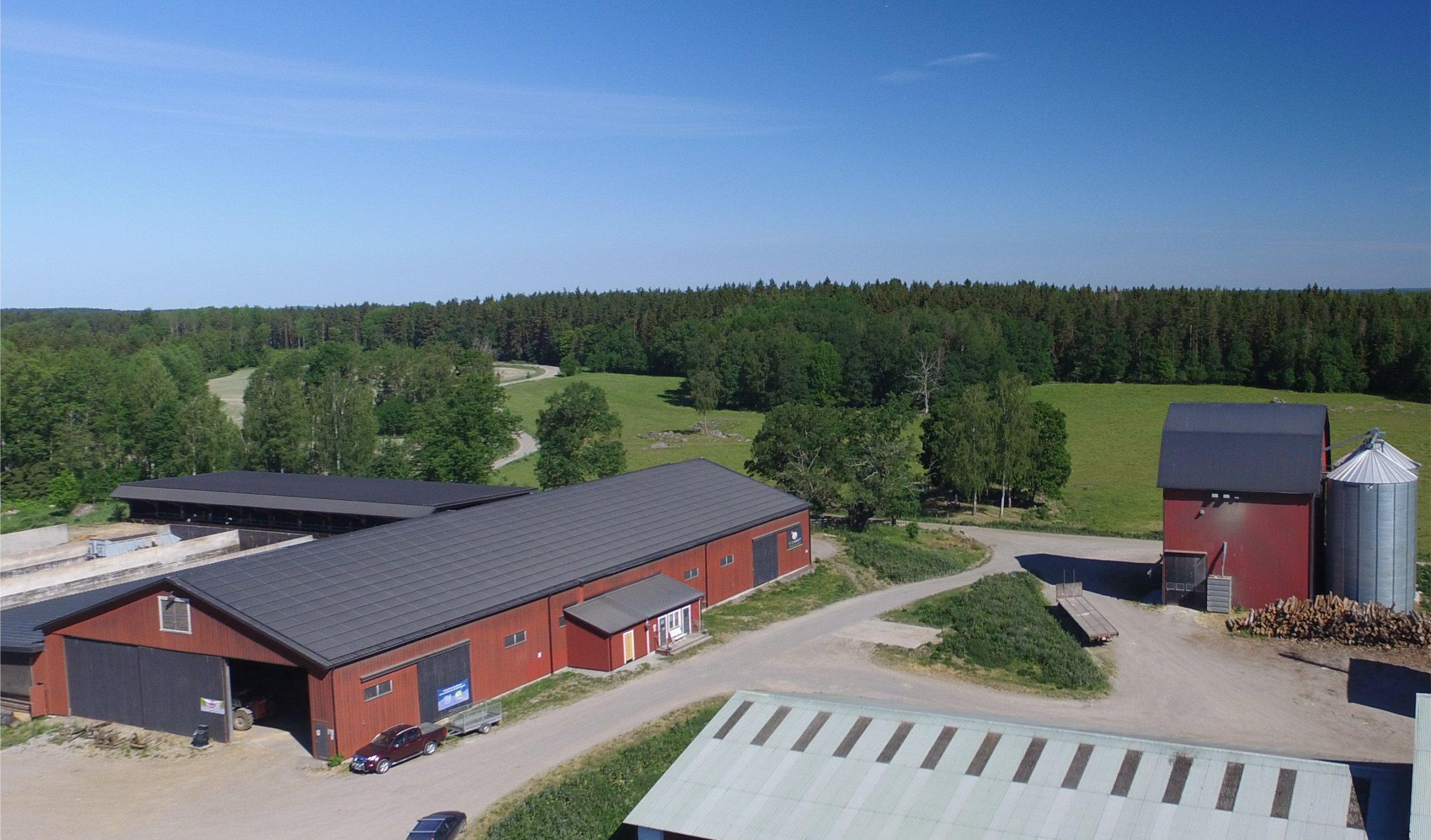 Naturskön gård med satsning på solceller och förnyelsebar energi