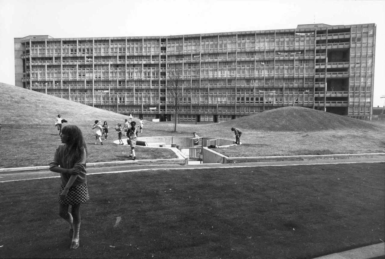 Black and White Robin Hood Gardens Peter and Alison Smithson, 1972