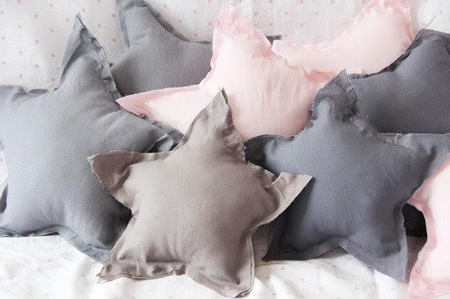 No-Sew Pillows shaped like stars