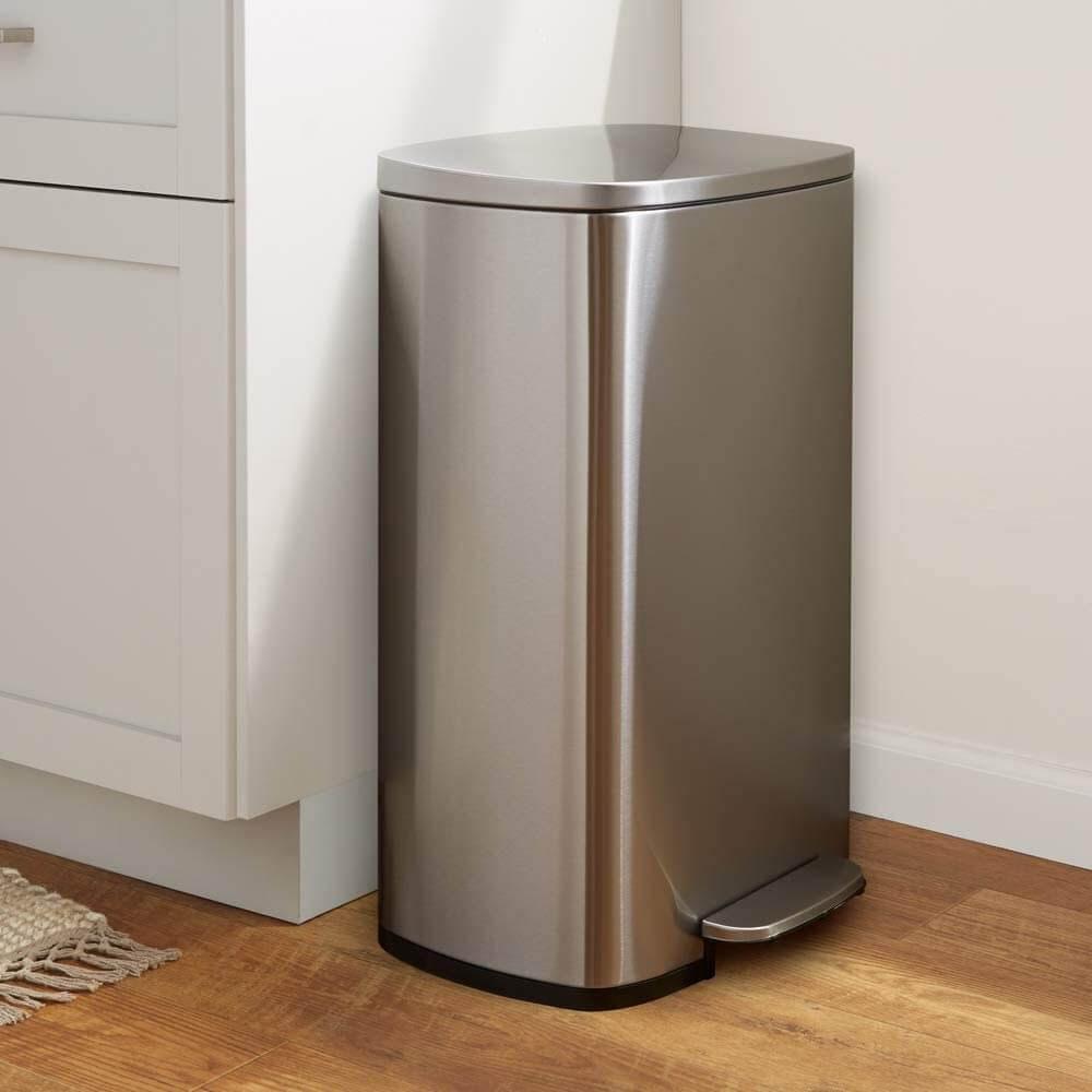 AmazonBasics Rectangle Soft-Close Trash Can