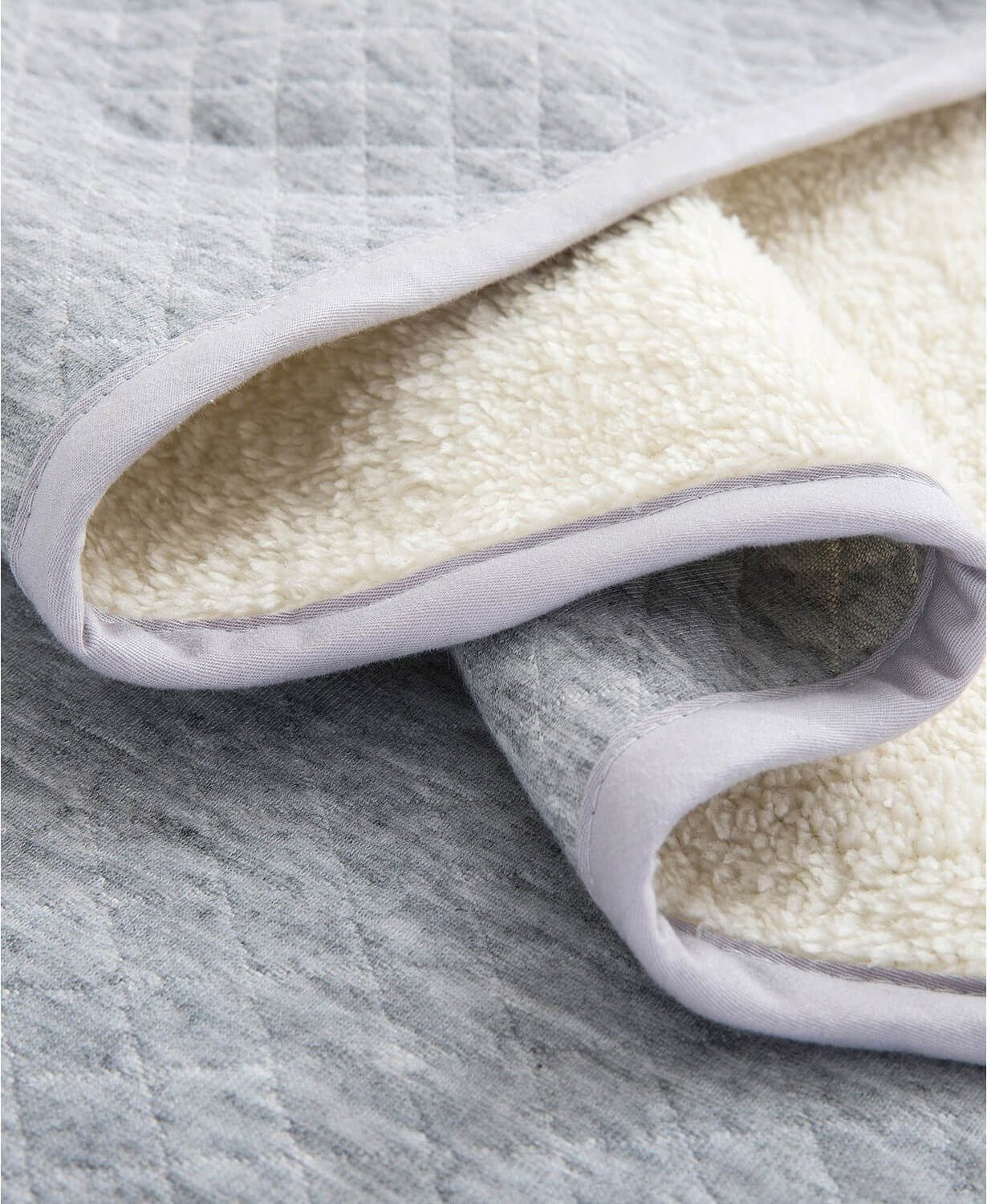 Diamond Knit and Sherpa Reversible Cozy Blanket