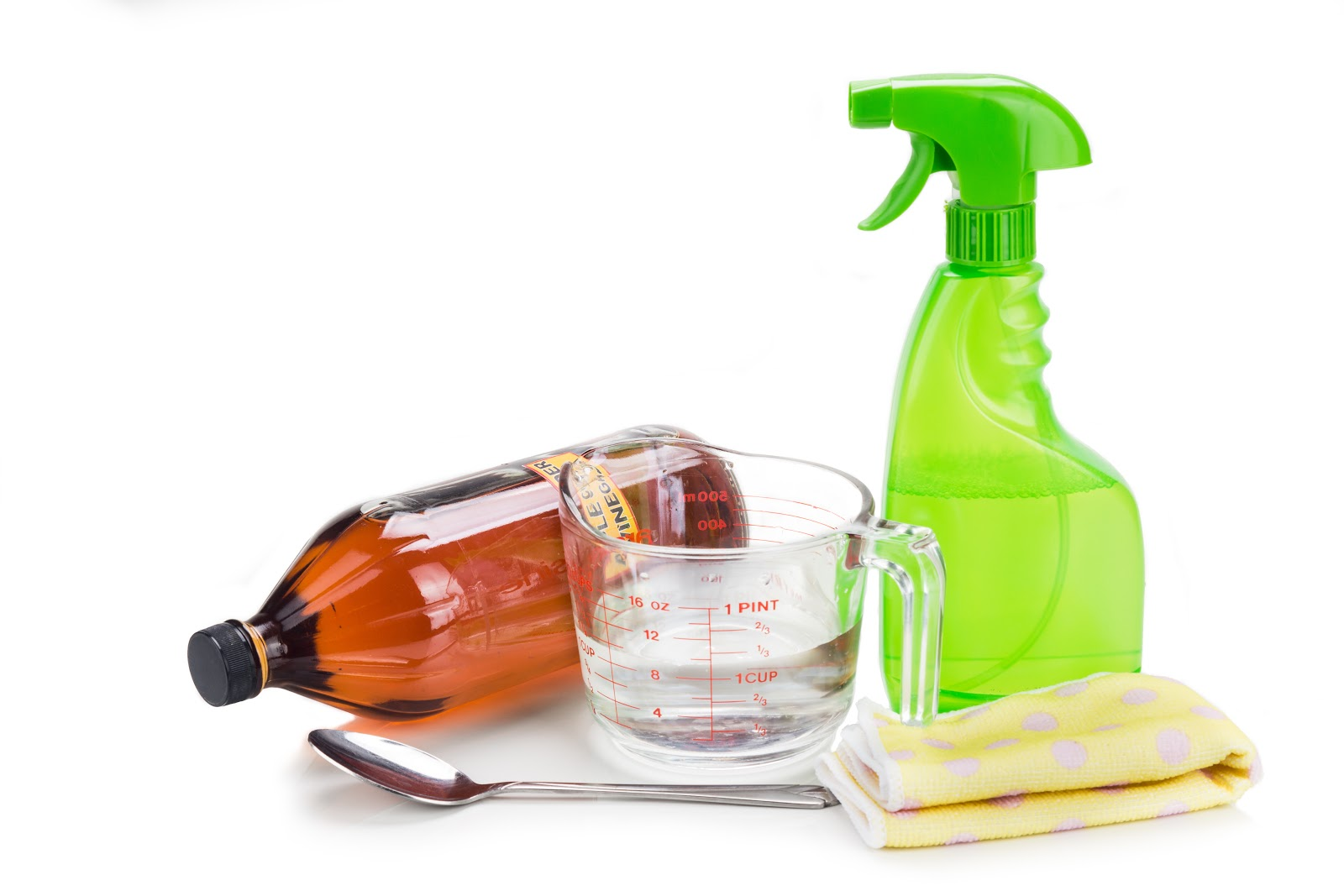 Homemade cleaning solution with vinegar