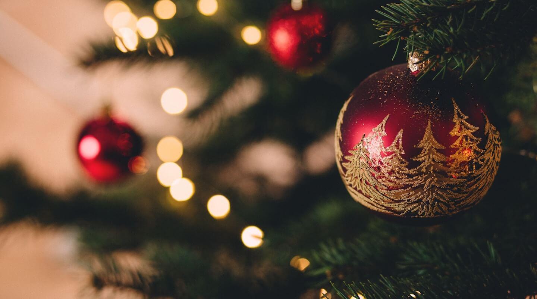 Julbord och julgåvor till anställda – vad gäller egentligen?