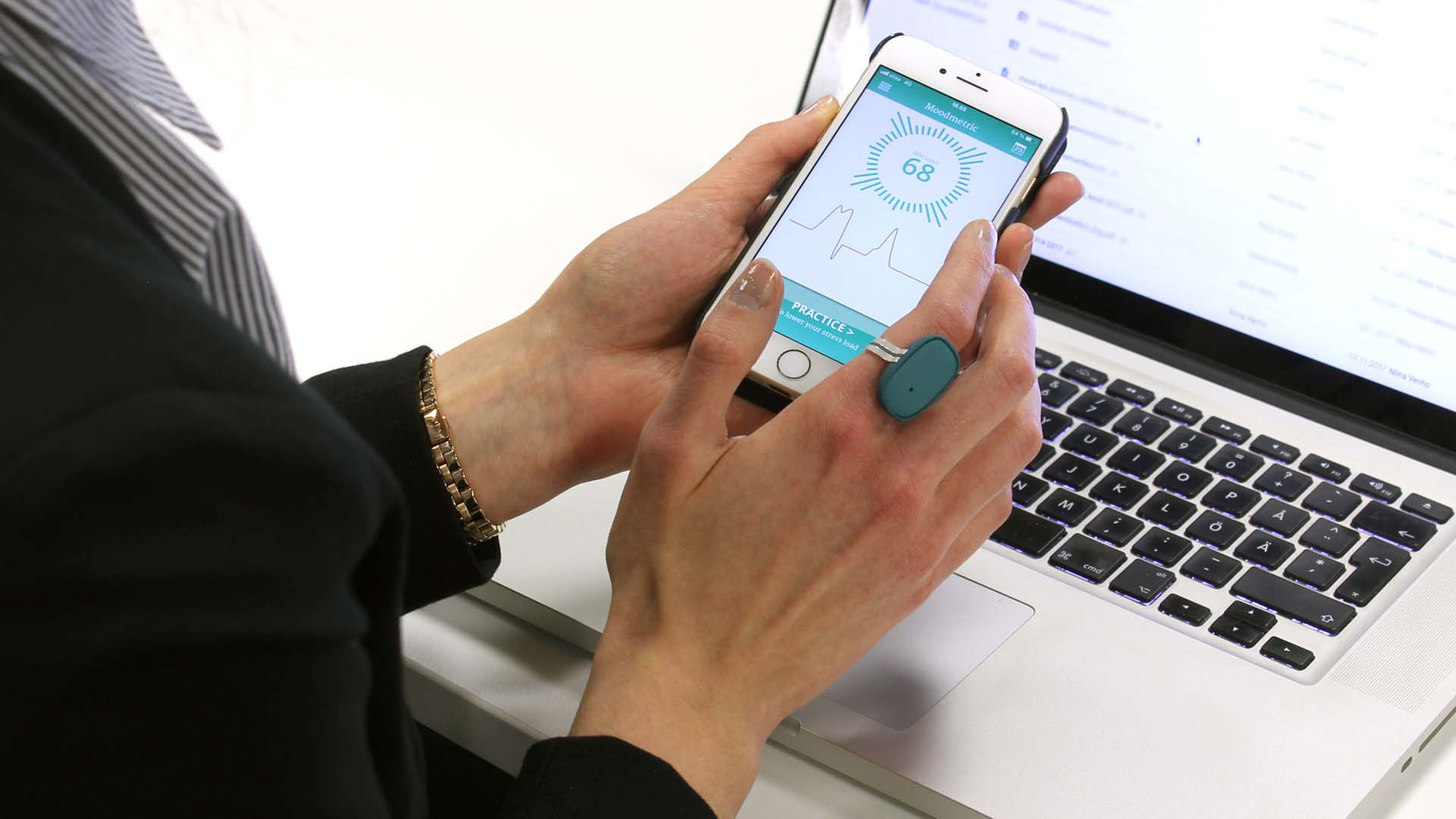 Moodmetric Ring Helps to Manage Stress – and it Knows if You Are Falling in Love!