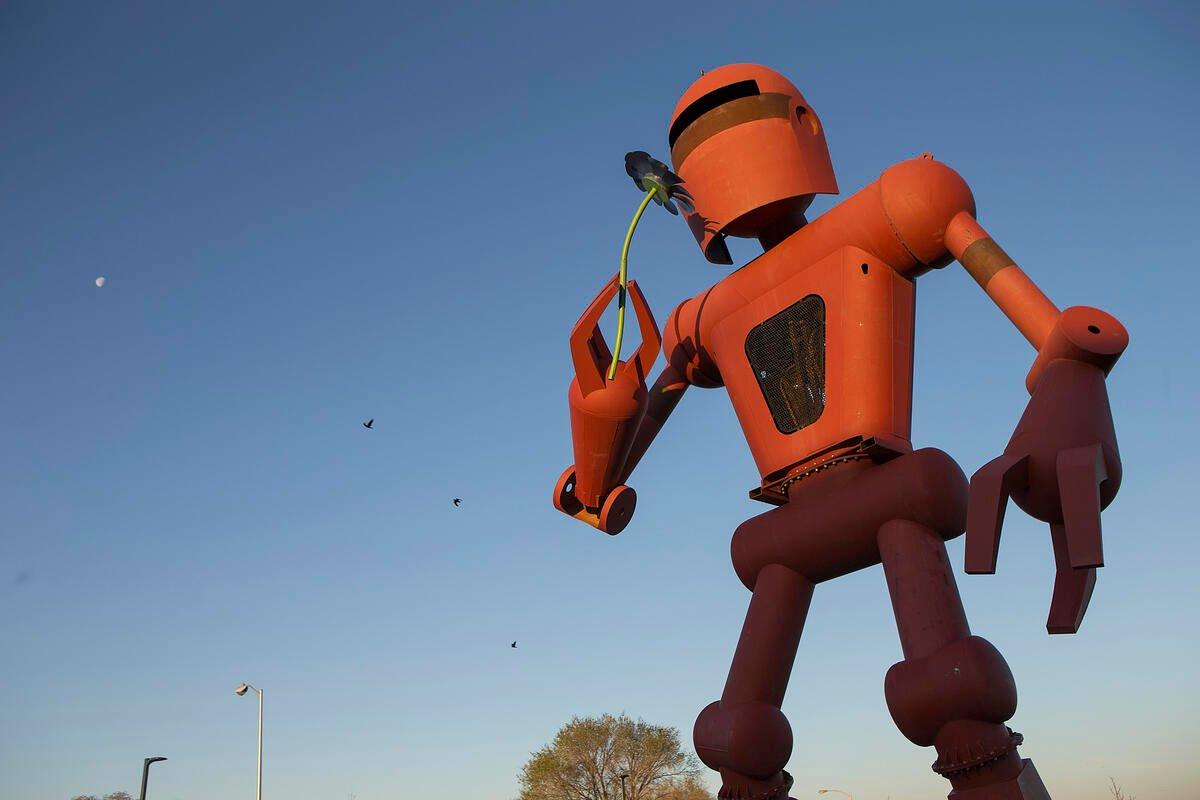 Santa Fe Robot exterior MWSF
