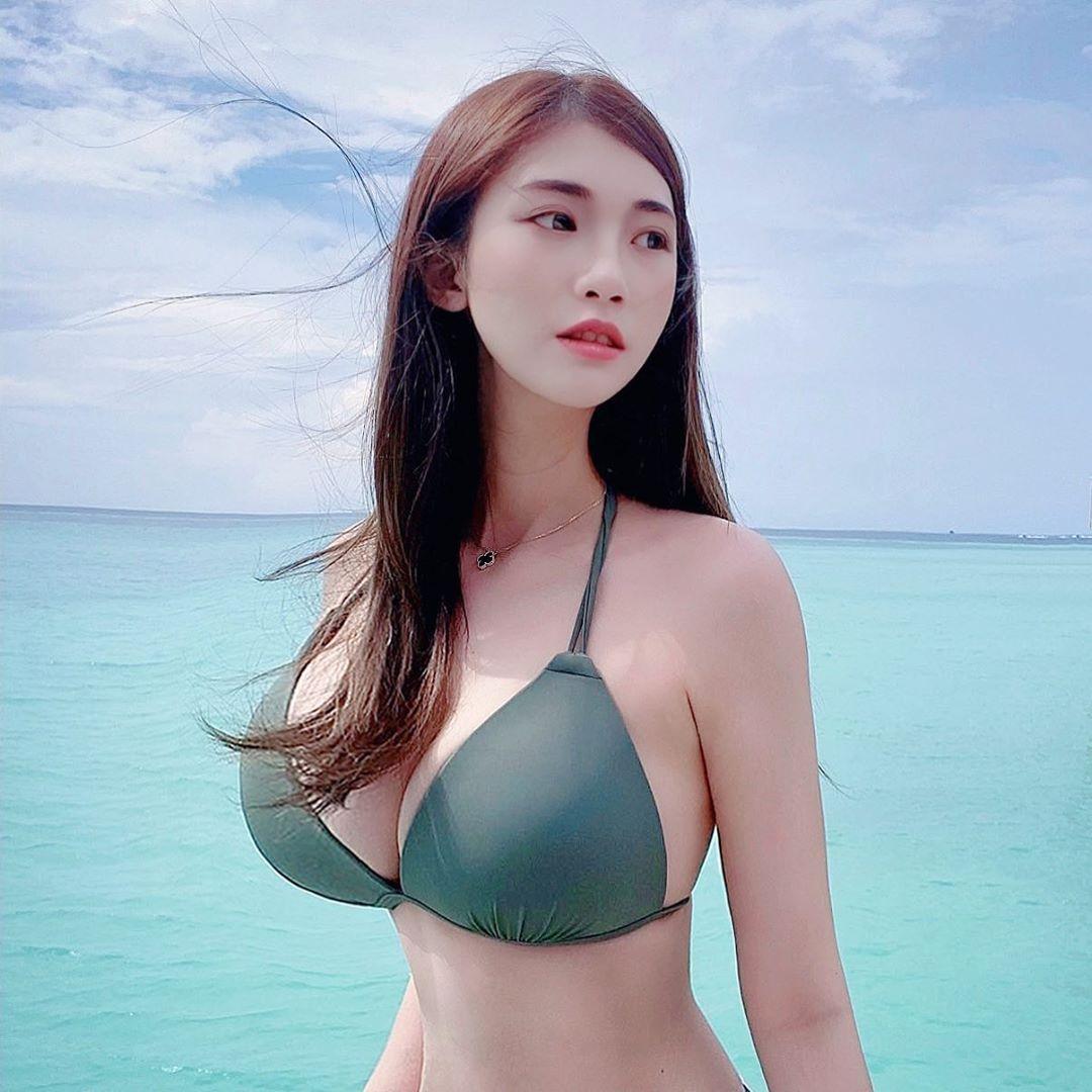 Vivian 謝薇安