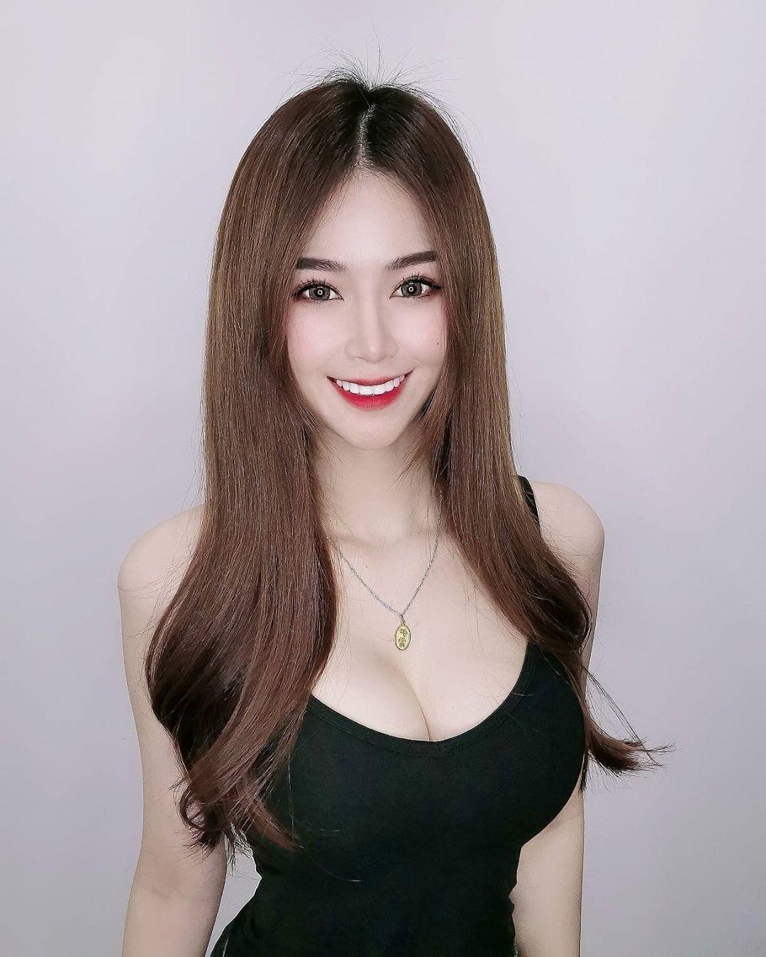 Yvonne 李伊霏