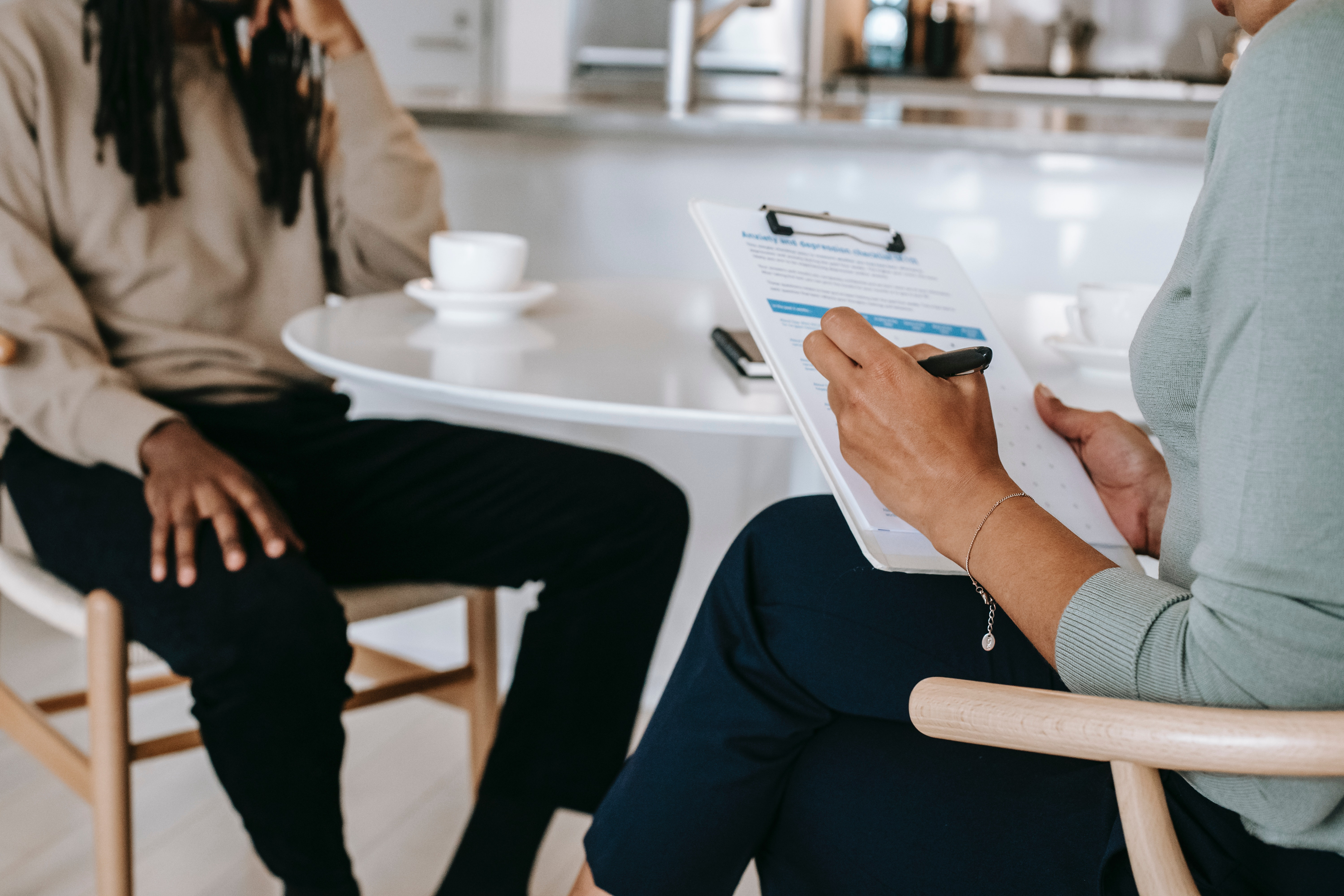 How do you nail a job interview over lunch while eating and talking? It sounds hard, but it doesn't have to be. This article will show you how to go from a job hunt to a successful job interview over a meal.