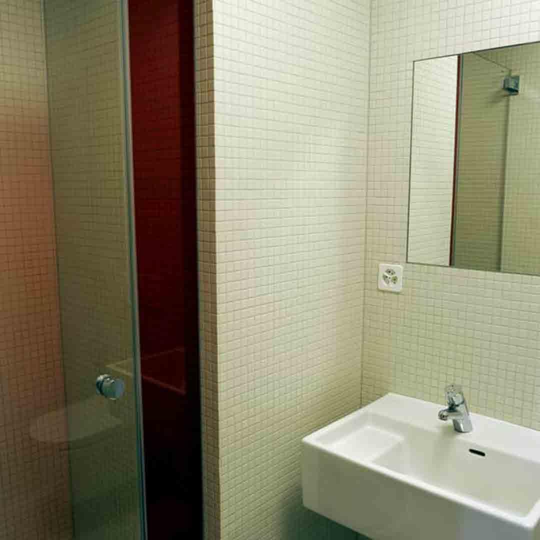 Geneva Youth Hostel Bathroom