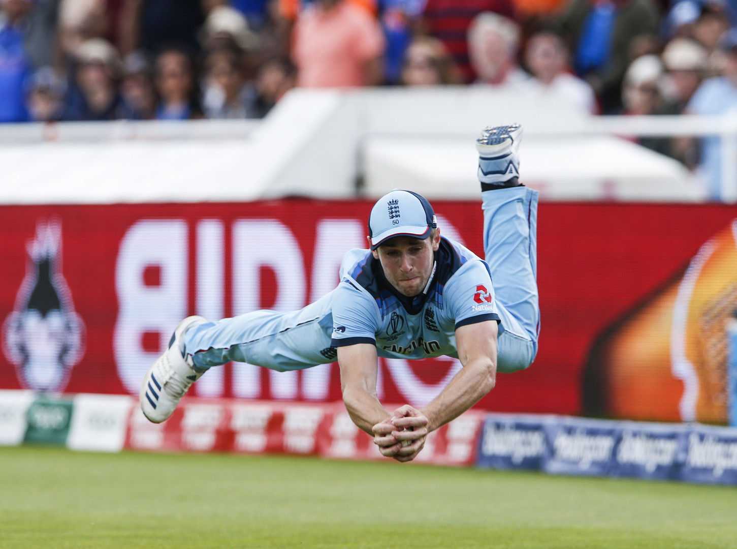 Chris Woakes diving catch (optimized)