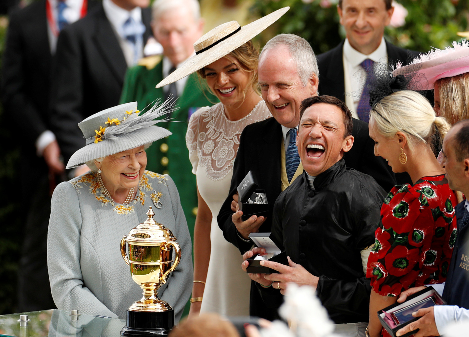 Frankie Dettori celebrate winning the Gold Cup at Ascot (optimized)