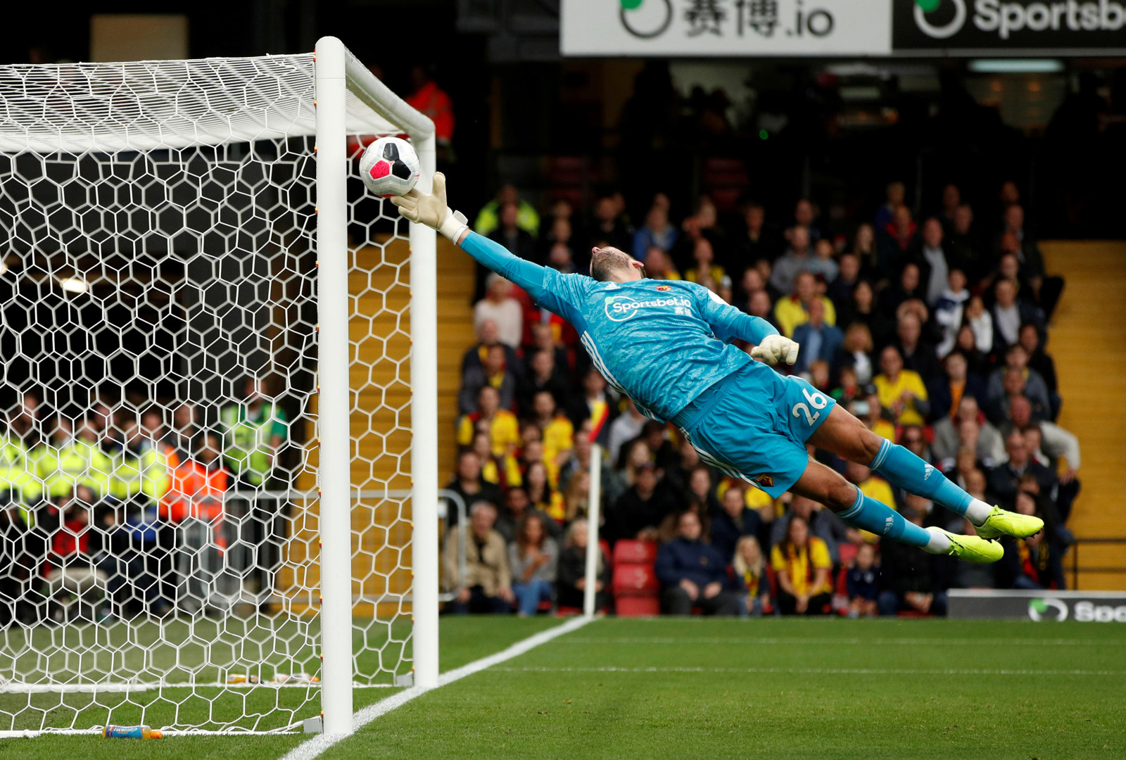 Watford's Ben Foster makes a save (optimized)