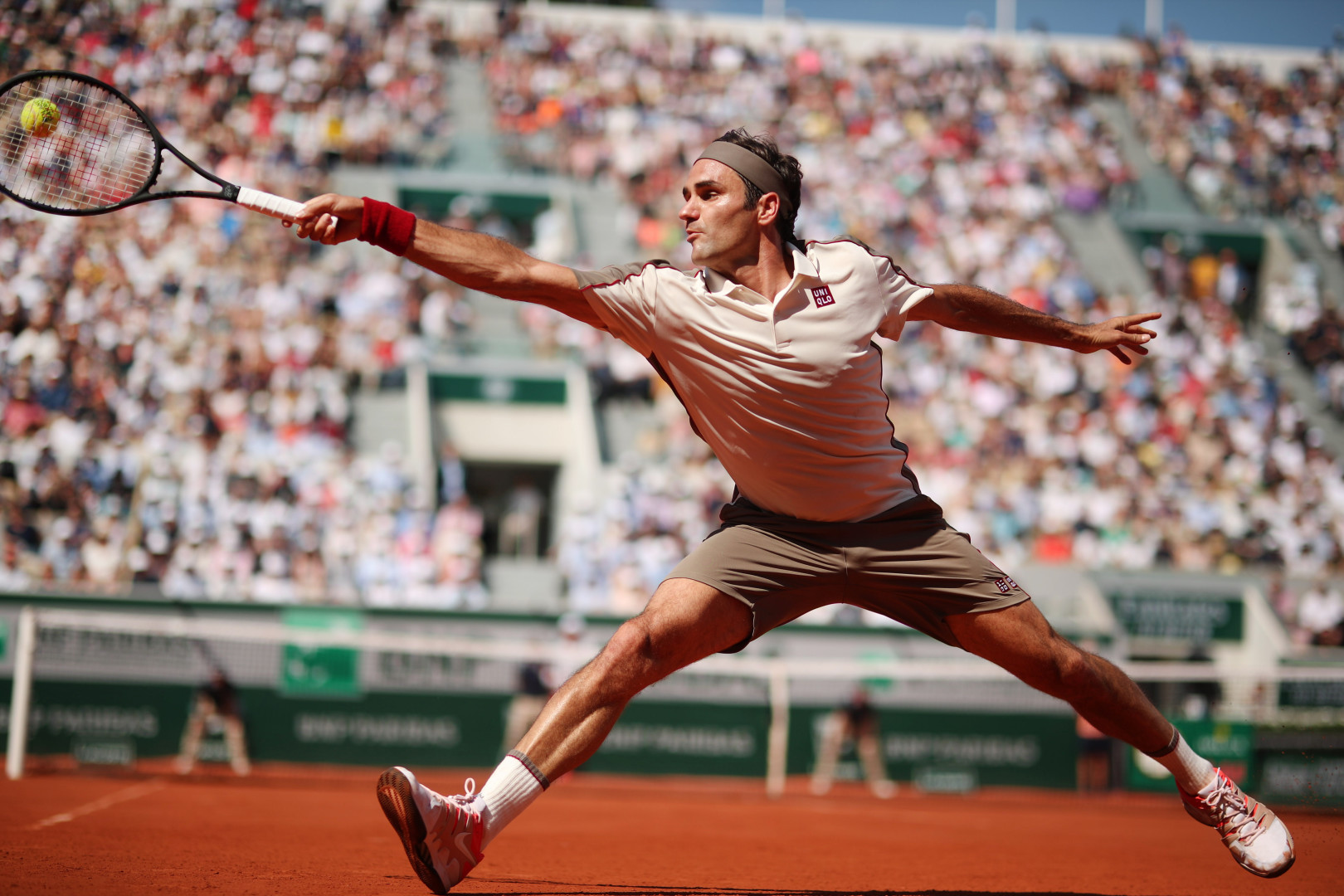 Roger Federer of Switzerland in action against Casper Ruud of Norway (optimized)