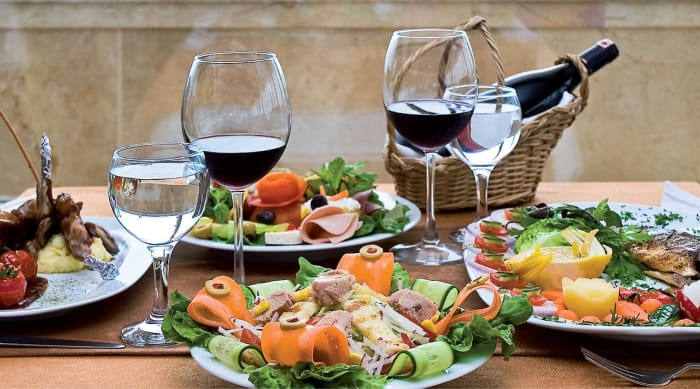 What kind of food goes with red wine?