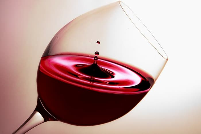 Nutrition information for one glass (5 oz) of red wine