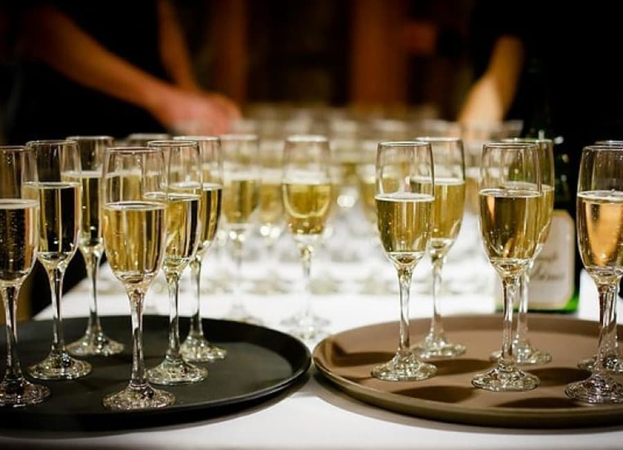 Difference Between Champagne and Sparkling Wine