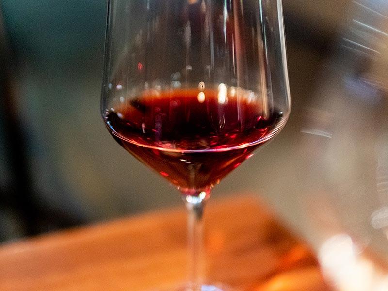 How Does Pinot Noir Wine Taste?