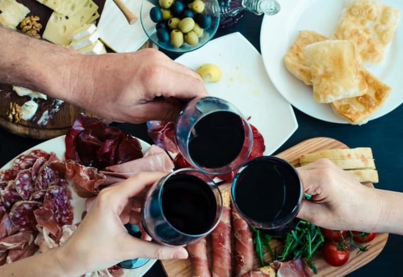 The 5 Different Types Of Wine (Including Characteristics, Food Pairings, Wine Recommendations)