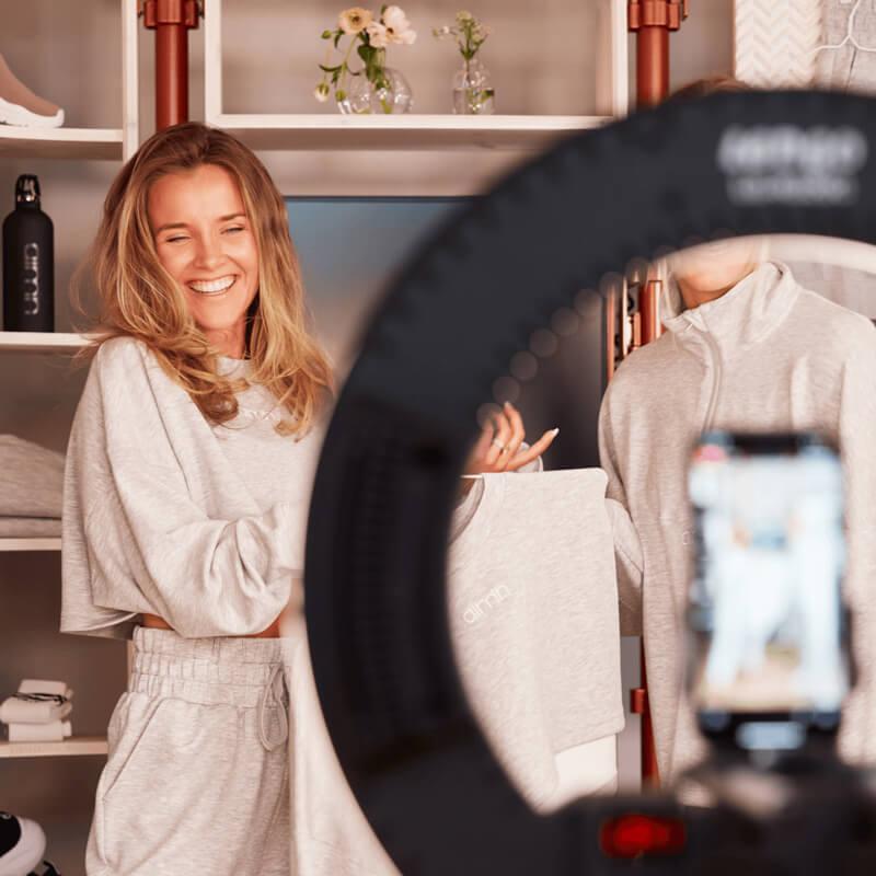 Cecilia Demant on a live video shoping picture - Bambuser