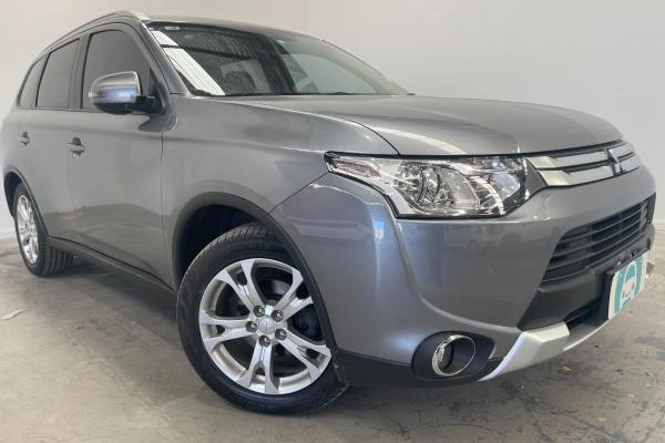 2014 Mitsubishi Outlander LS ZJ MY14 / 6 Speed Automatic / Wagon / 2.3L / 4 Cylinder TURBO / Diesel / 4x4 / 4 door / Model Year '14 9