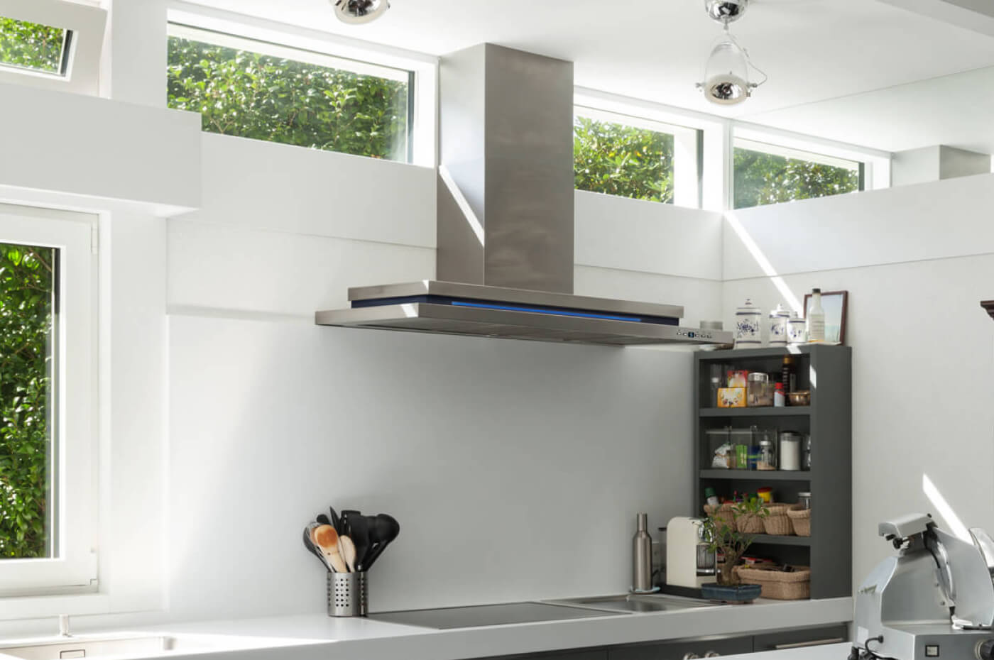 Wallmount Rangehood in Kitchen