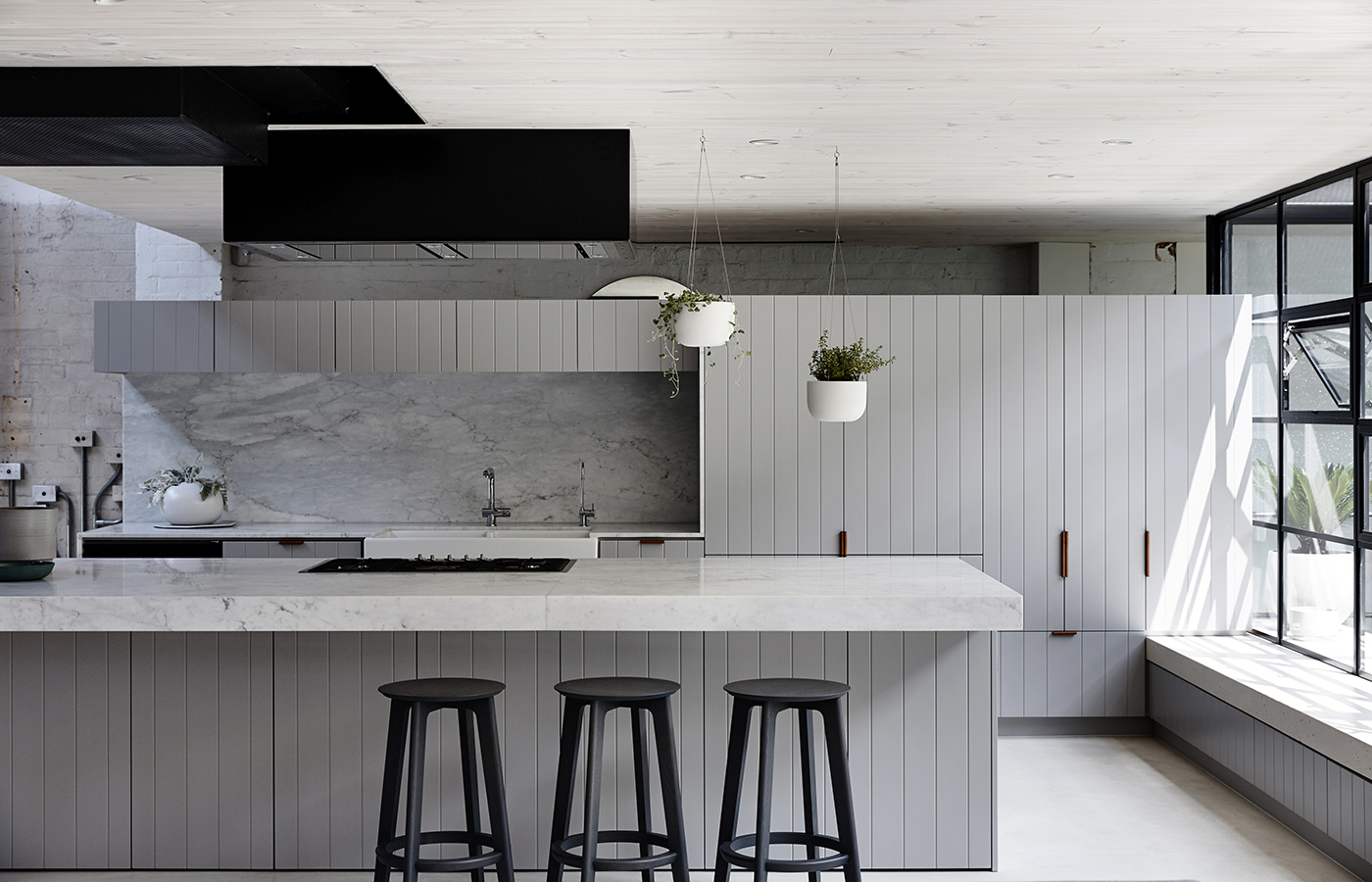 Integrated kitchens with undermounts