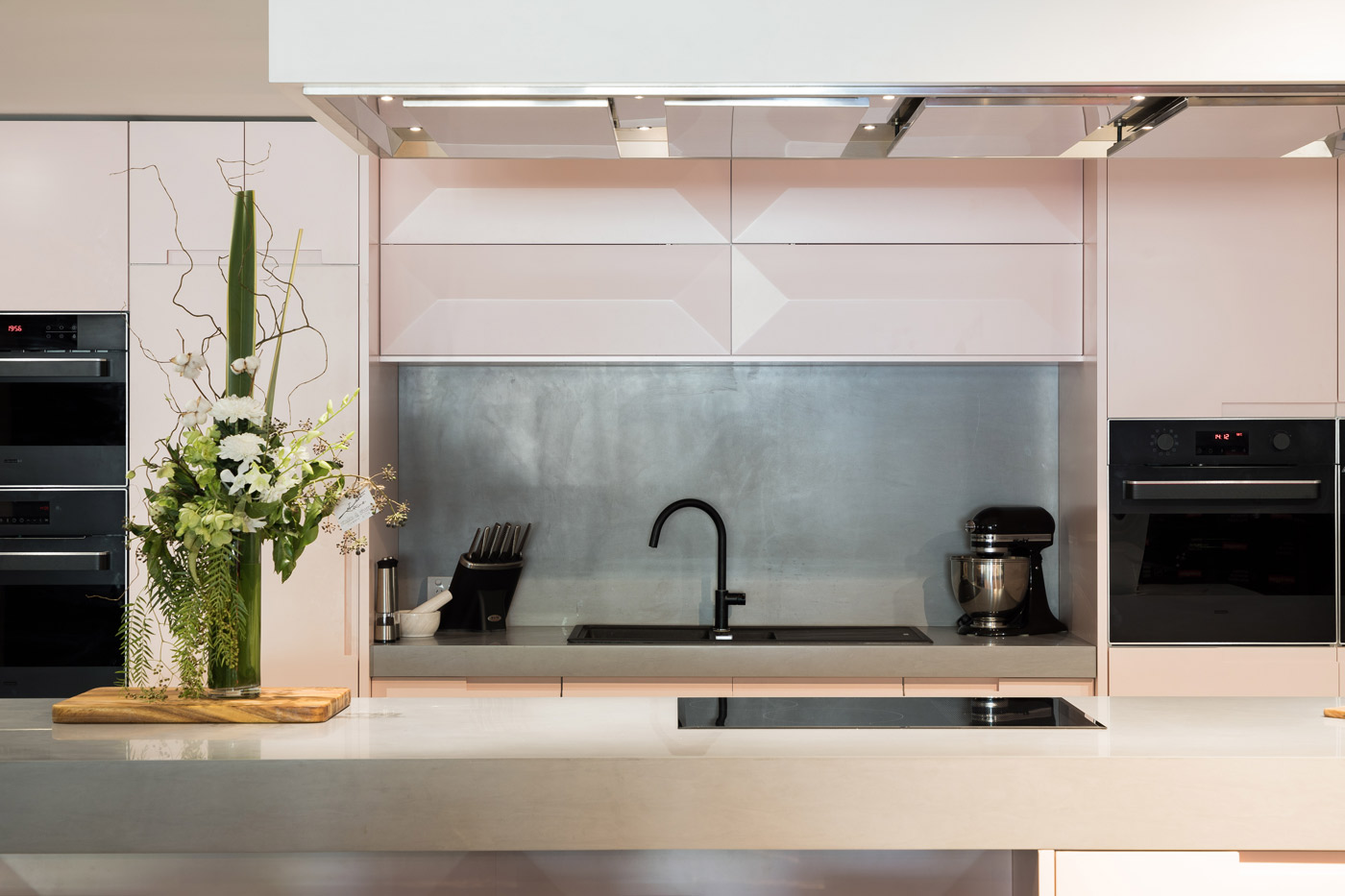 Stunning, sophisticated and silent. A beautiful breakthrough in rangehood technology, the innovative ceiling cassette rangehoods will weave class and style throughout your kitchen design.