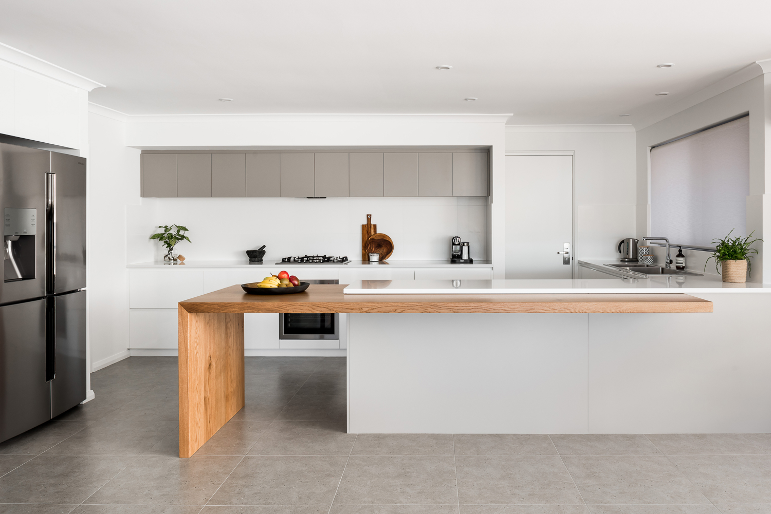 Evolution was invited to make mealtimes exciting again, create more space for the family to interact and live, and add a finishing touch with all new appliances