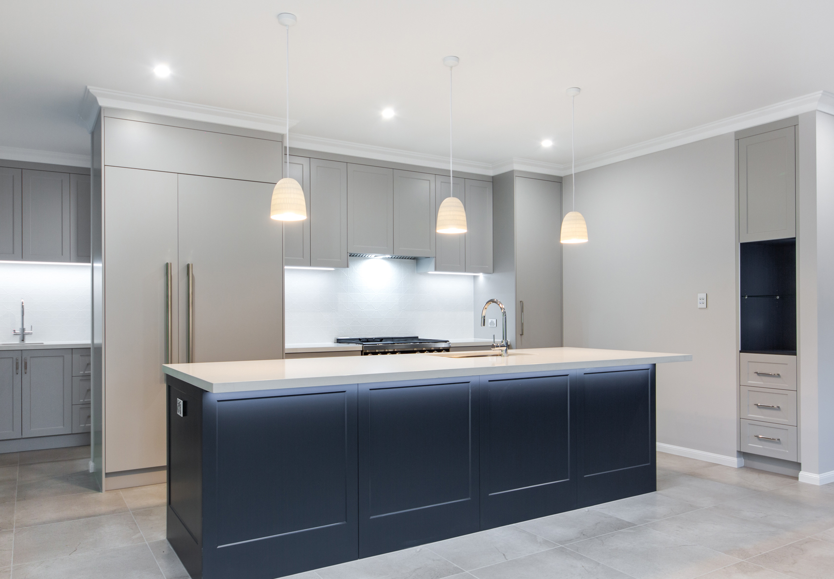 Hamptons meet contemporary design in this wonderful build by Fergus Builders - Mackay. Created with entertaining in mind, this space flows seamlessly from the kitchen to the outdoor alfresco area, making use of Queensland's beautiful weather and sunshine.