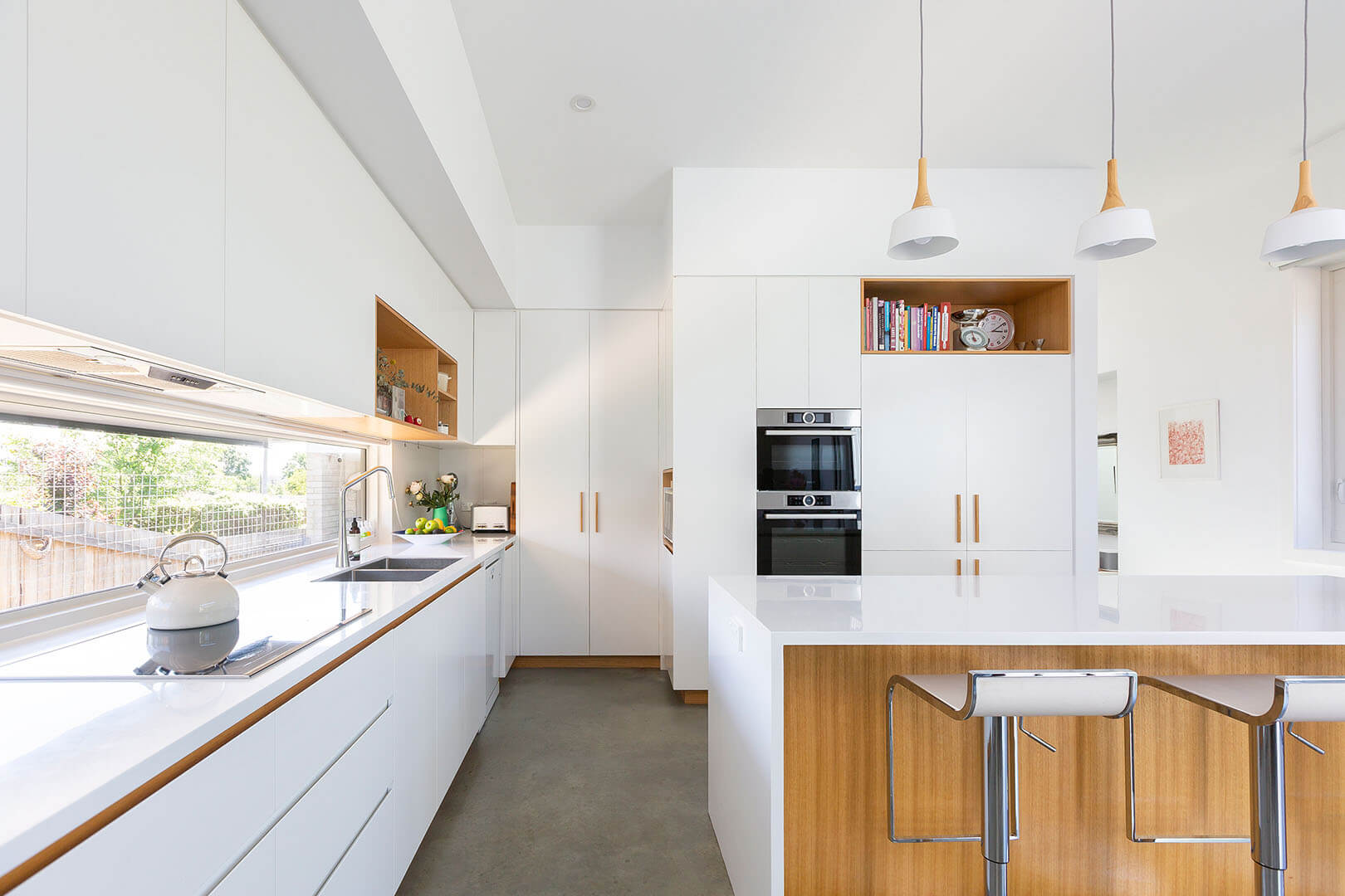 Its signature elements are the Shou Sugi Ban cladding, which was beautifully installed by the owner, and a recycled hardwood slatted screen to the carport, which was made from the roof battens of the original cottage.