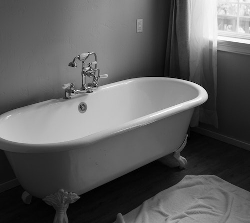 5 Best Walk In Bathtubs For Seniors & Disabled