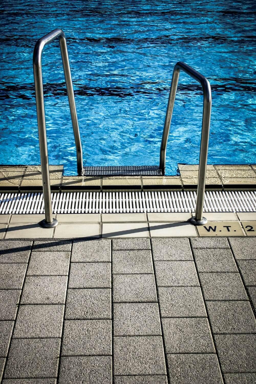 5 Best Pool Vacuums For Intex Pools in 2021