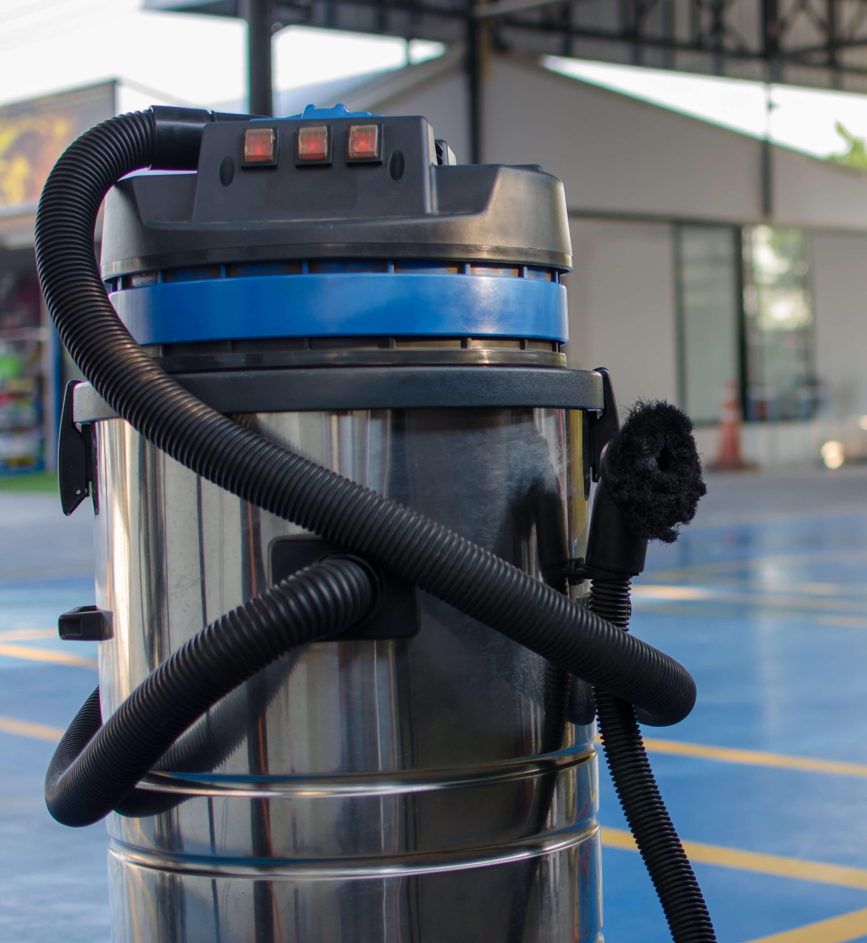 7 Best Milwaukee Vacuums, According To Vacuum Experts