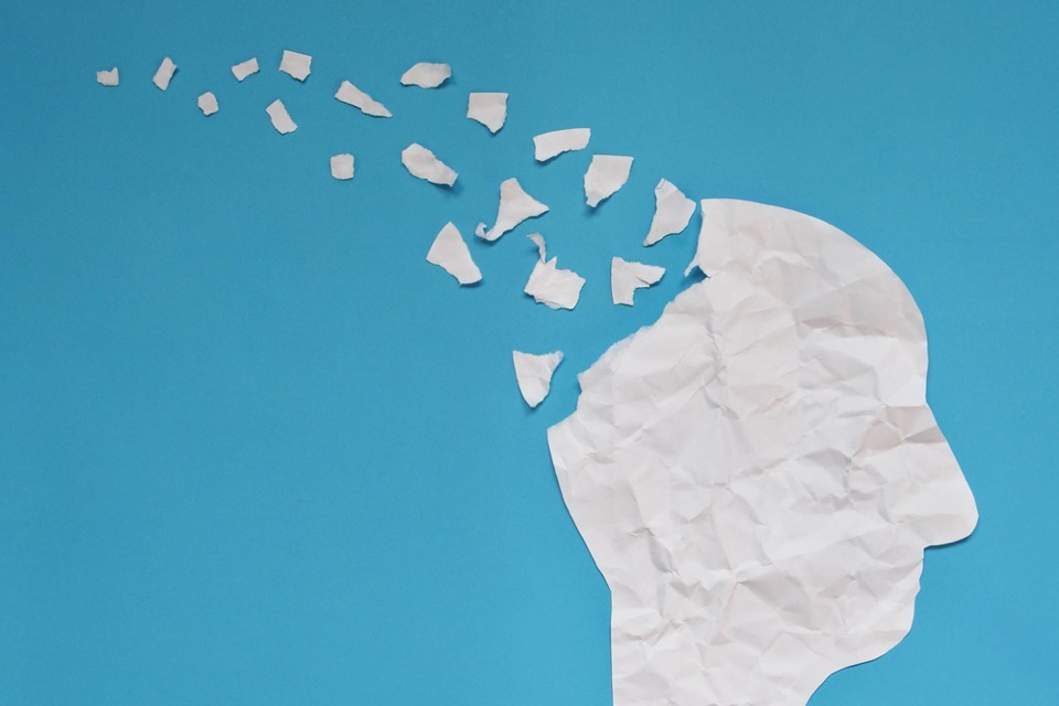 How does Lewy body dementia differ from Alzheimer's disease?