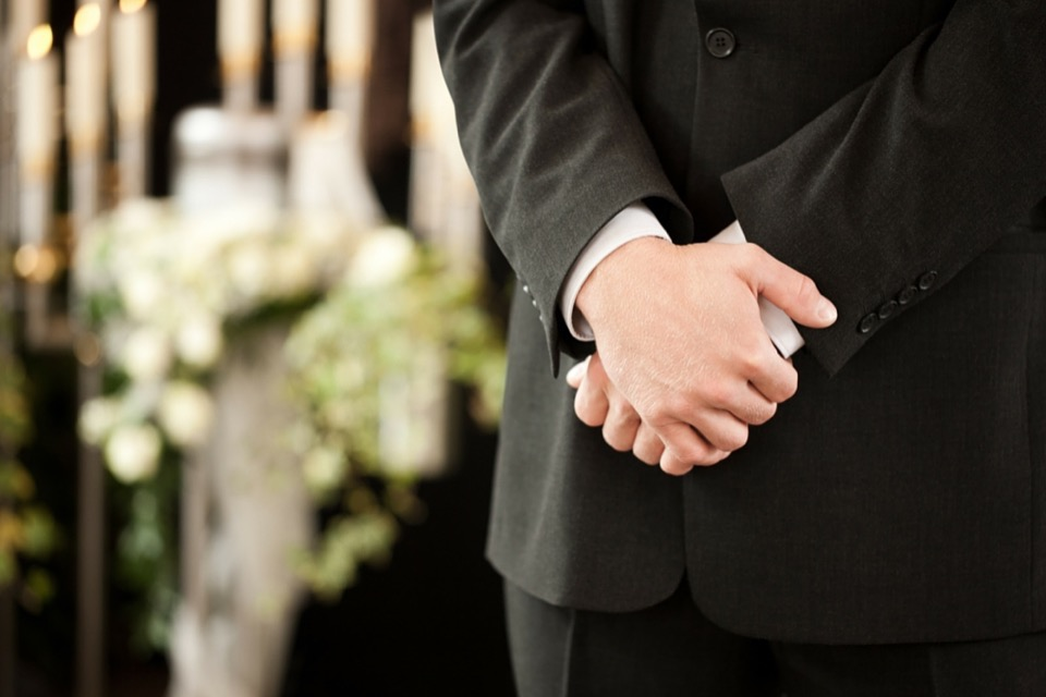 Is there a difference between funeral home and a mortuary?