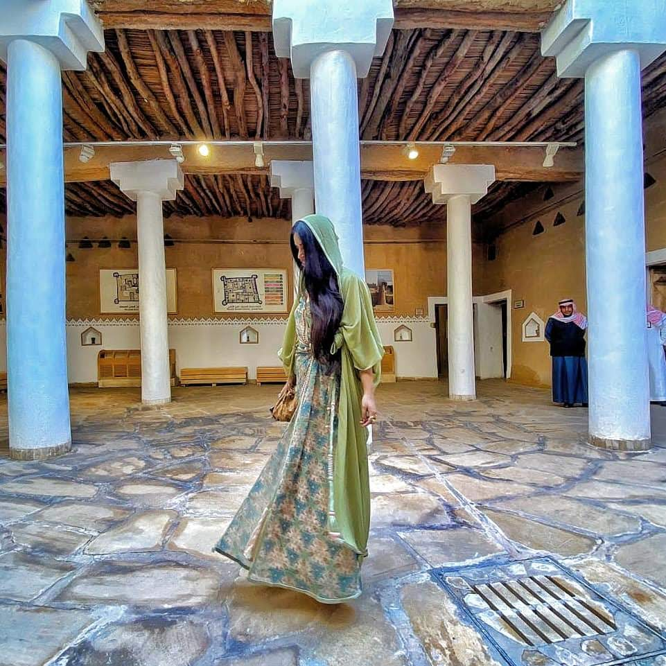 saudi-style-dress-festival-middle-east-diamantine-moroccan