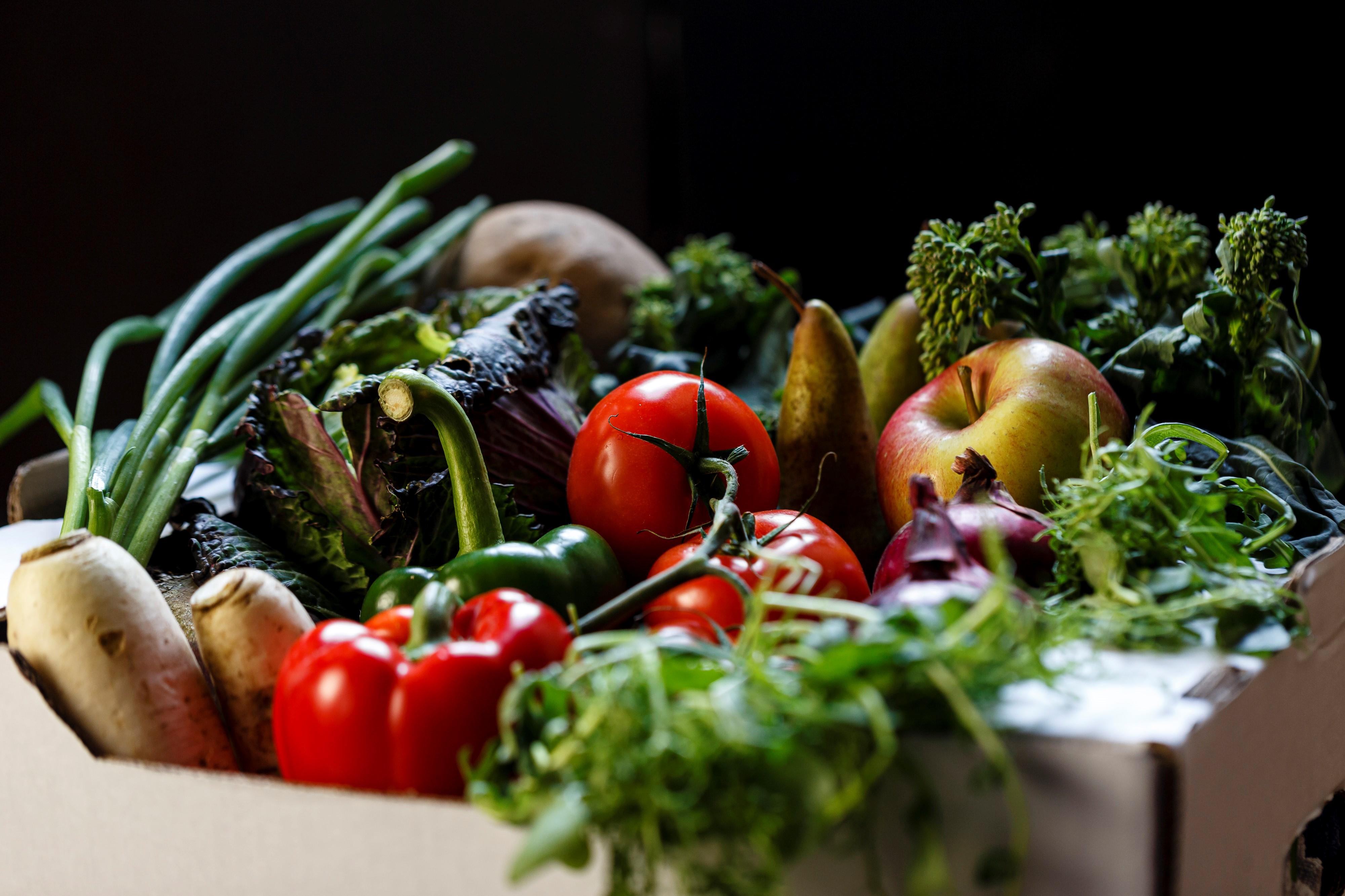 alternatives-eggs-morning-breakfast-fruit-vegetables-smoothie