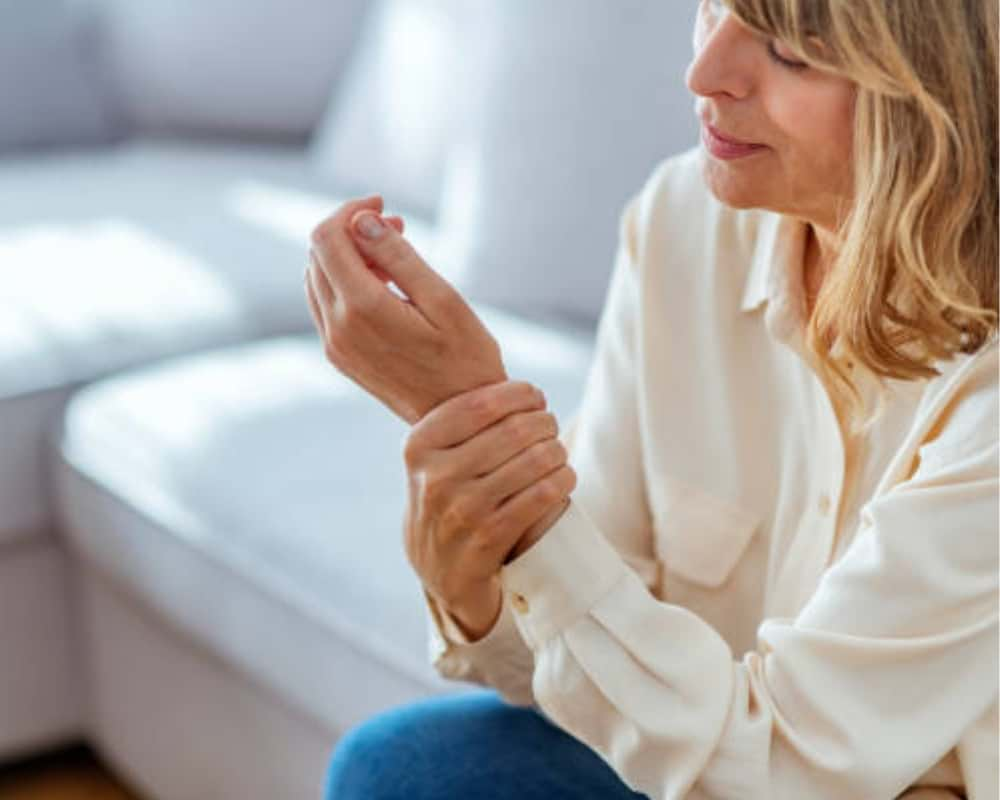 How to Spot the Signs and Symptoms of Osteoporosis