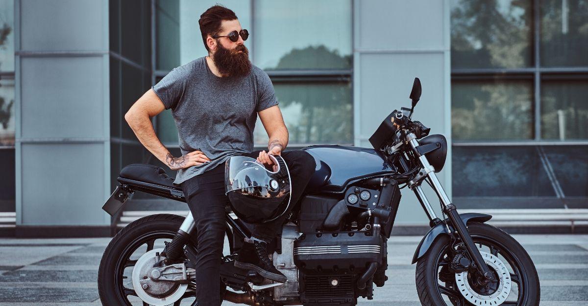 homme sur moto
