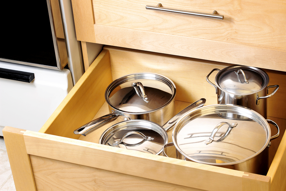 pots-and-pans-in-new-kitchen