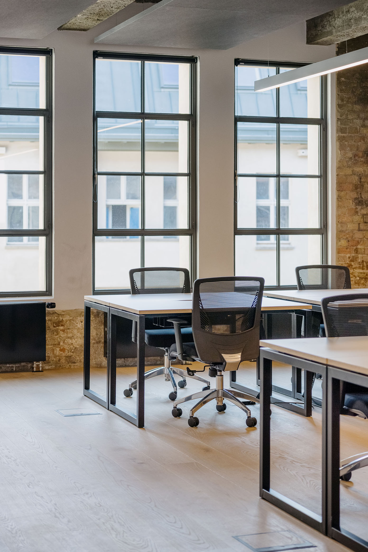 17 person workspace