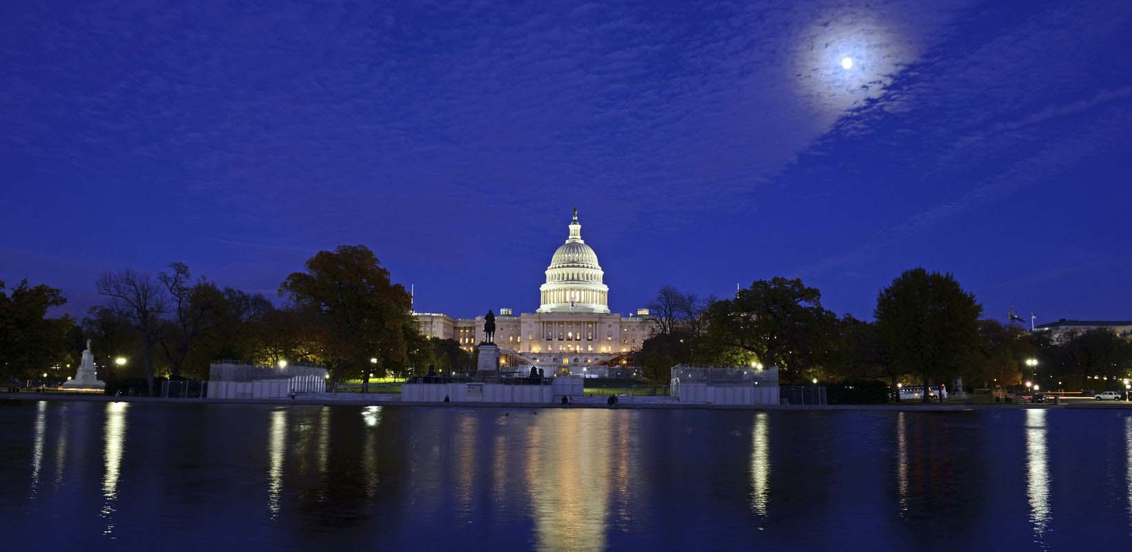 Monuments by night tour in Washington, D.C.