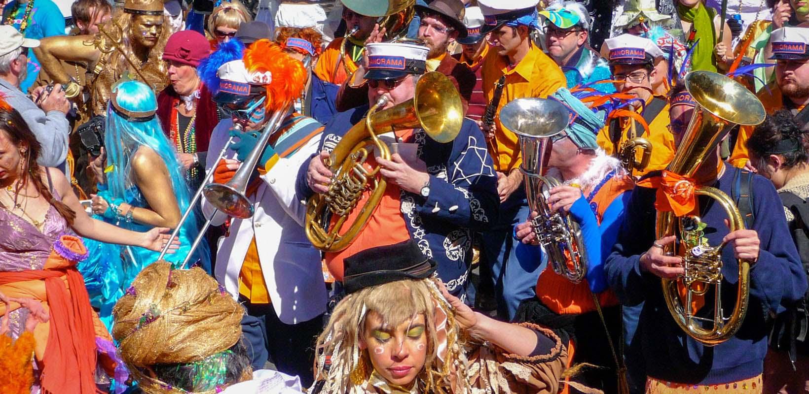 Mardi Gras Unmasked: Interactive Parade Experience & Mardi Gras World