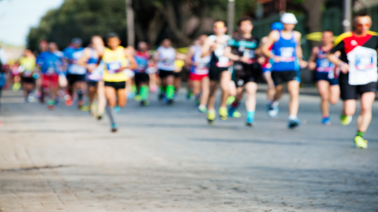Blurry photo of marathon runners on pavement.